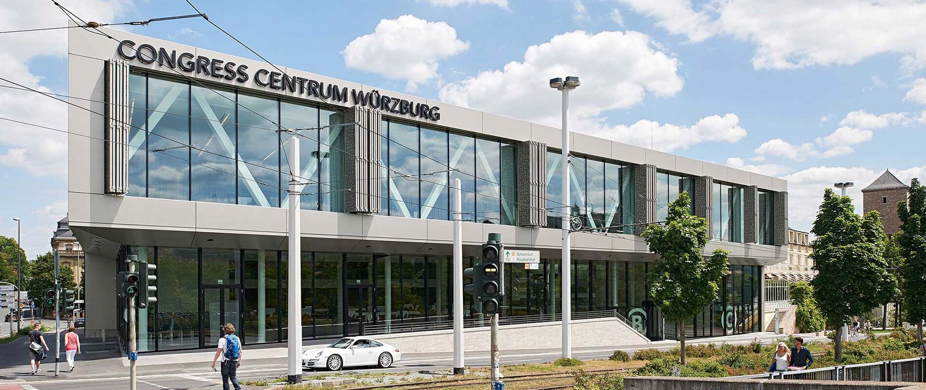 Congress Centrum - enlargement and conversion - Würzburg - facade of the entrance situation and street area