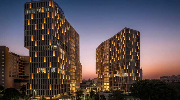 business center - new construction - Mondeal Heights Ahmedabad - by night