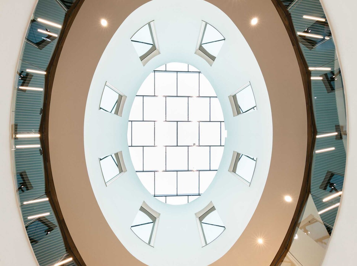 Mixed used quarter - Q 6 Q 7 Mannheim - indoor looking up to skylight