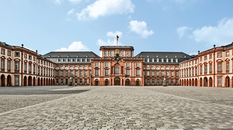 Revitalisation - Castle of Mannheim - courtyard and entrance