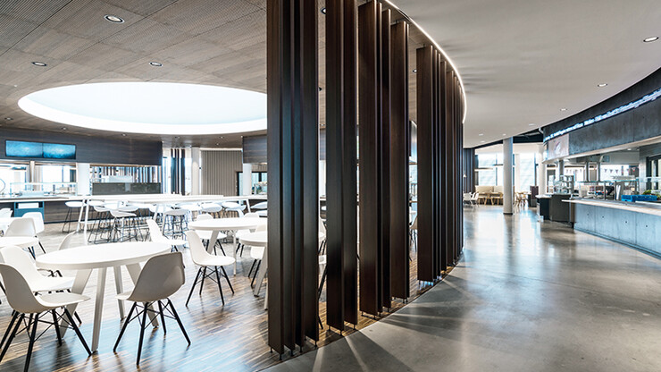 mixed-used building complex - new design - Skyloop Stuttgart - wood paneling - restaurant area