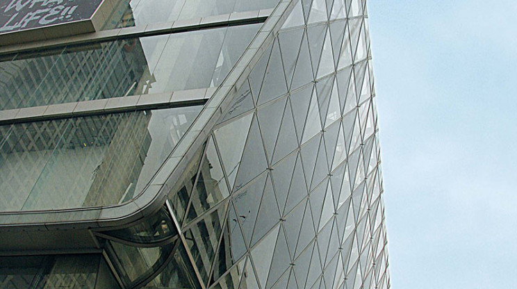mall expansion - revitalization - central group - Central World Plaza - glass facade detail - tower