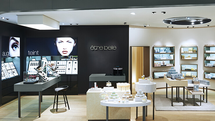 store design - cosmetics store - facial and body care - être belle Frankfurt - store inside overview - facial and body care sections