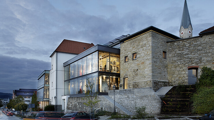 gourmet restaurant - new construction - Restaurant Johanns Waldkirchen - outside overview - stone and glass facade - location
