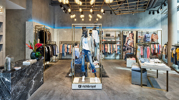 fashion flagship store - new design - construction - interior -Rich & Royal Stuttgart - inside overview - wide angle