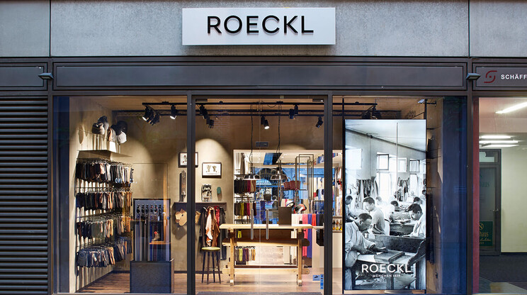 store design - retail design - Roeckl Munich - facade view from outside