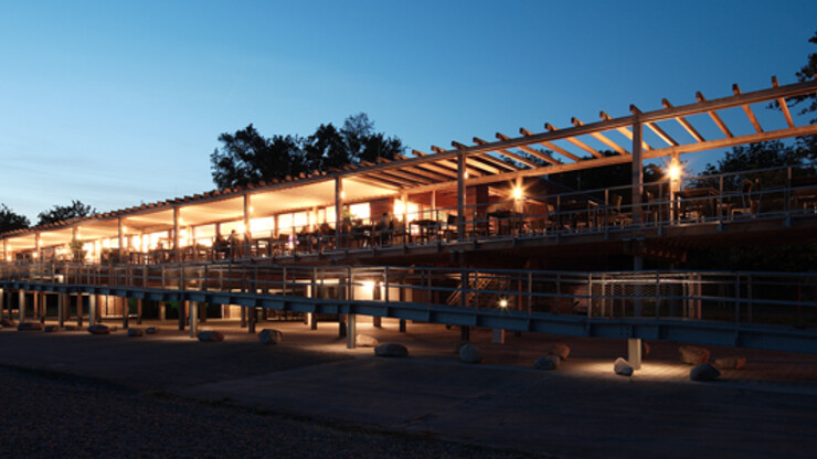 gastronomy building - construction - green building standards - competition - Strandbad Mannheim - outside building overview - wood-frame construction - illuminated by night