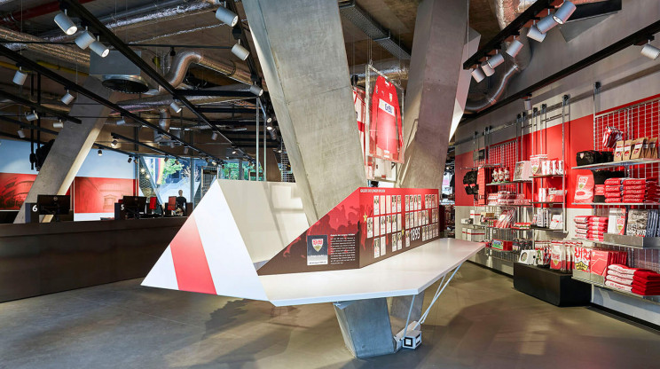 fan shop - soccer team - football team - reconception - realization - VfB Fan-Center -  store overview - team information point